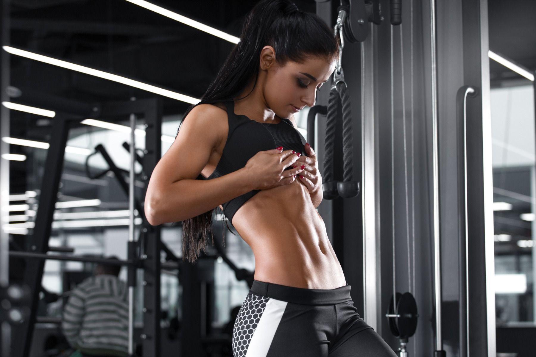 8 cele mai importante exerciții pentru definirea masei musculare